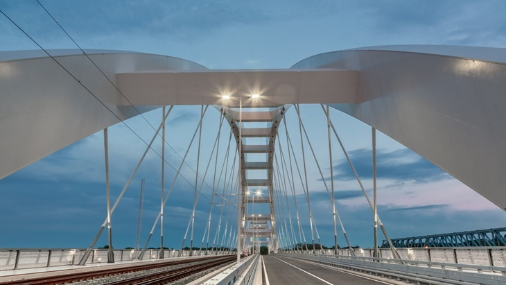 Bridge with led lighting system